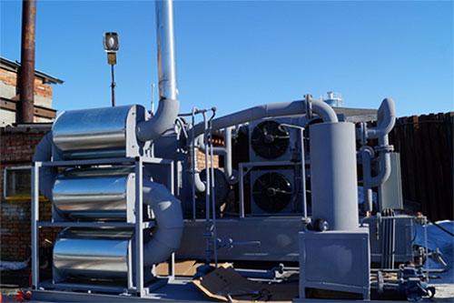 Hệ thống xử lý rác thải nhựa để thu hồi xăng dầu của các nhà khoa học Nga. Ảnh: Đình Khang.